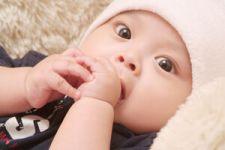 宝宝吃奶睡觉出汗怎么护理